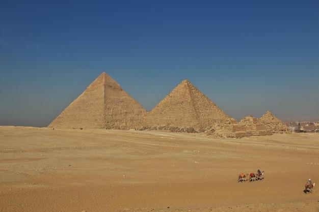 Grandes pirâmides do egito antigo em gizé, cairo