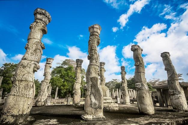 Grandes ruínas em polonnaruwa, sri lanka