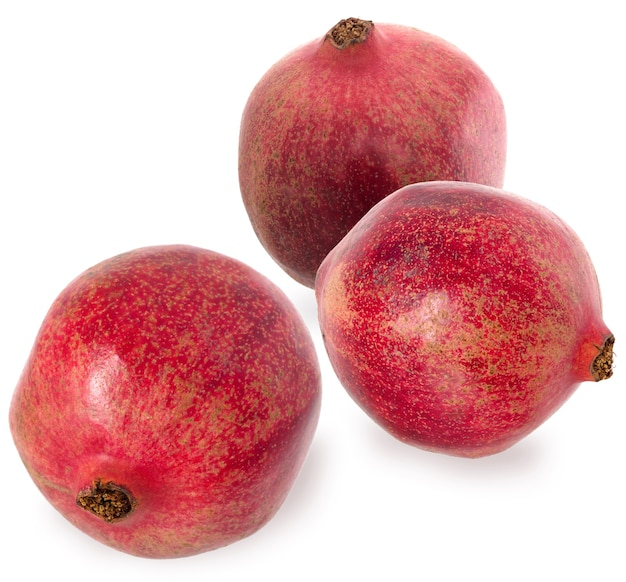 Granet três vermelho maduro. definir frutas de romã madura vermelha no fundo branco. conceito vegetariano.