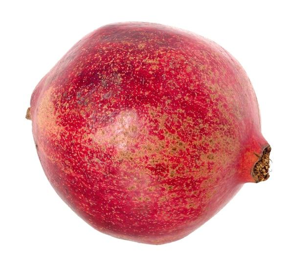 Granet vermelho maduro grande ou granada. frutos da romã madura vermelha em fundo branco. conceito vegetariano, vitaminas orgânicas, desintoxicação, dieta.