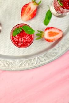 Granita de morango refrescante de verão