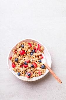 Granola cereal em uma tigela