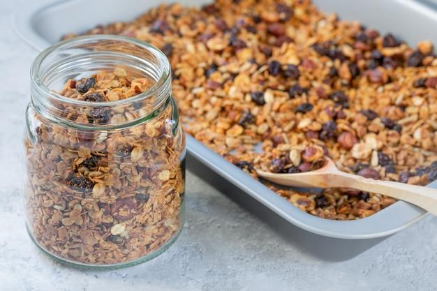 Granola cozido em casa. dieta saudável