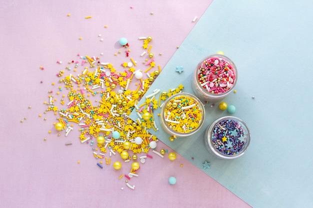 Granulado de açúcar, decoração para bolo e sorvete e biscoitos.
