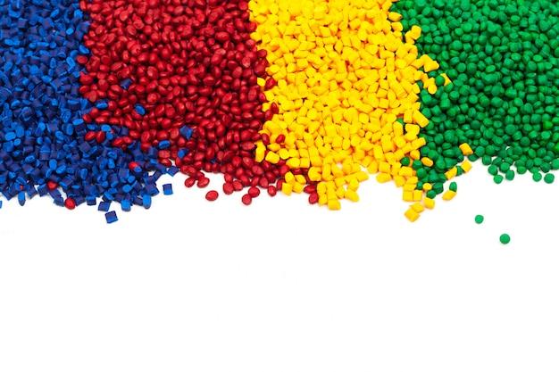 Granulado plástico matizado para o processo de moldagem por injeção