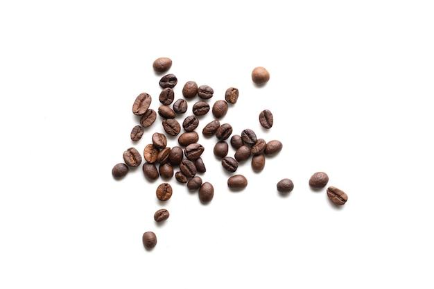 Grão de café em fundo branco