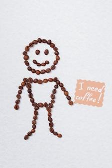 Grãos de café, criando a forma de menino de corpo inteiro. superfície isolada branca.