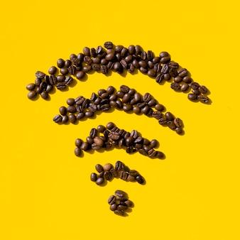 Grãos de café de vista superior formam