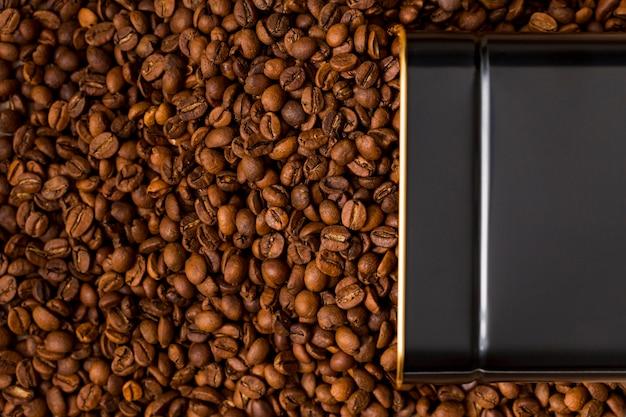 Grãos de café e chocolate preto