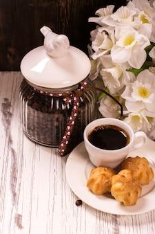 Grãos de café em jarra vintage