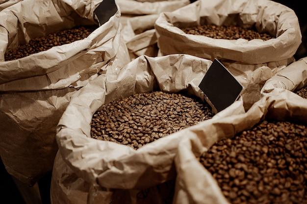 Grãos de café em sacos