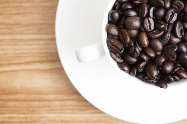 Grãos de café em um copo
