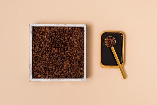 Grãos de café em um recipiente