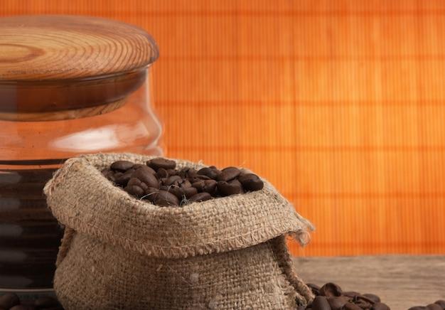 Grãos de café em um saco