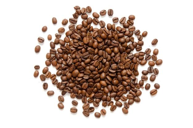 Grãos de café. isolado em um fundo branco.