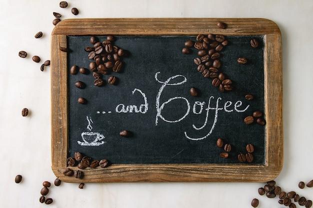 Grãos de café preto