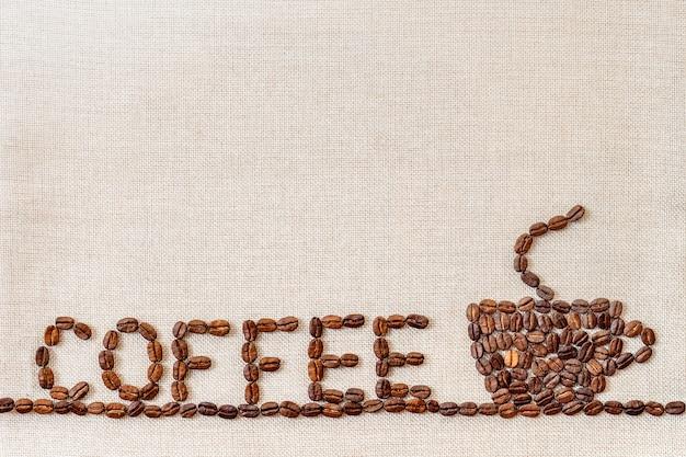 Grãos de café sobre fundo de pano.