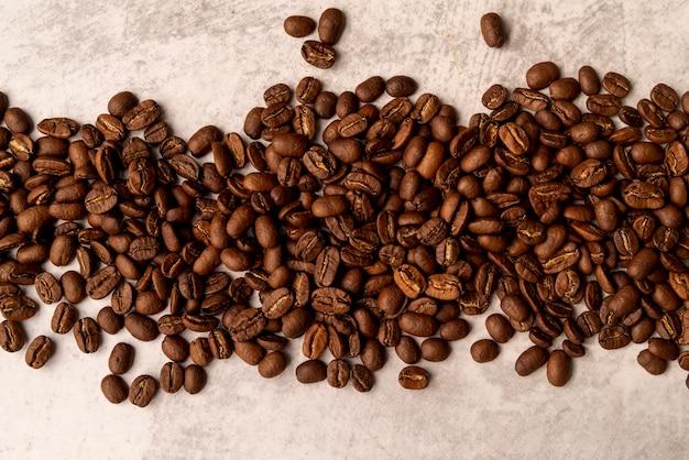 Grãos de café torrado vista superior