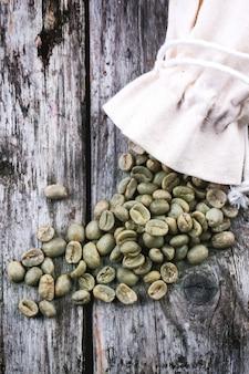 Grãos de café verdes não torrados