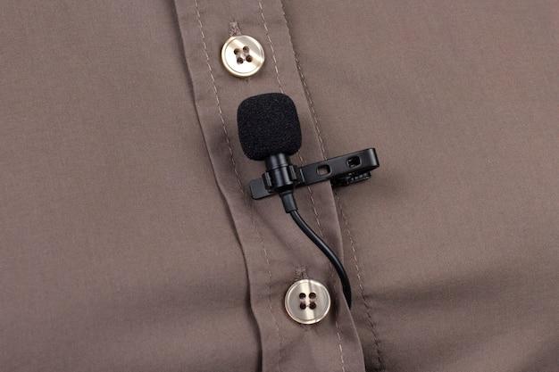 Gravação de áudio do som da voz em um microfone condensador