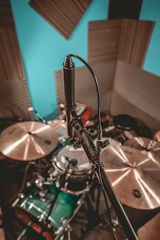 Gravação de bateria em estúdio de música