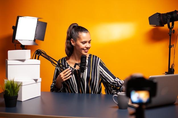 Gravação de podcast em home studio usando tecnologia moderna