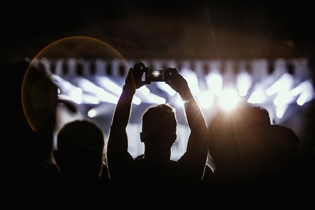 Gravação de vídeo do show no telefone um smartphone