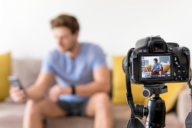Gravação masculina adulta para blog pessoal