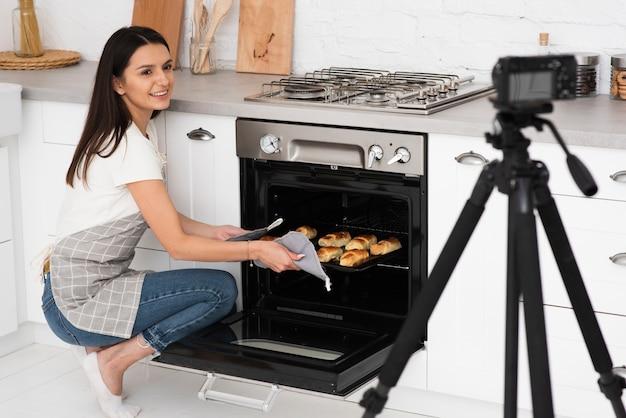 Gravação vlogger para um programa de culinária