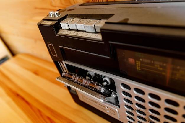 Gravador de cassetes de rádio vintage. música de estilo retro.