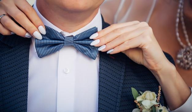 Gravata borboleta no terno do noivo