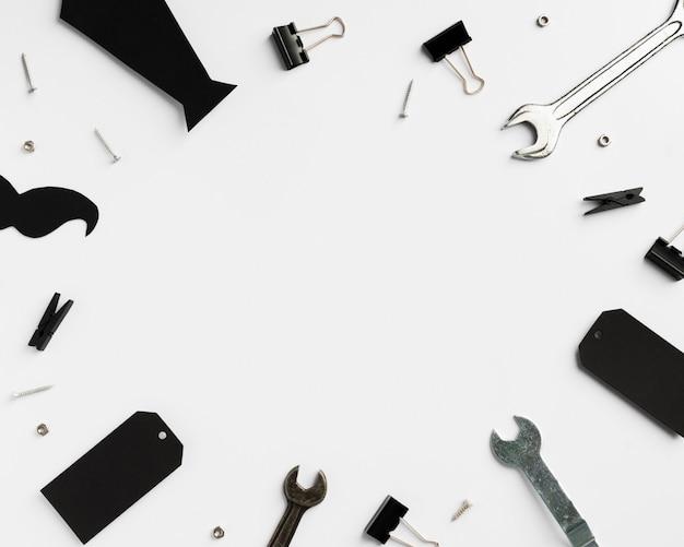 Gravata e ferramentas para o pai com cópia-espaço