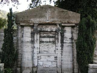 Grave túmulo, sepultados