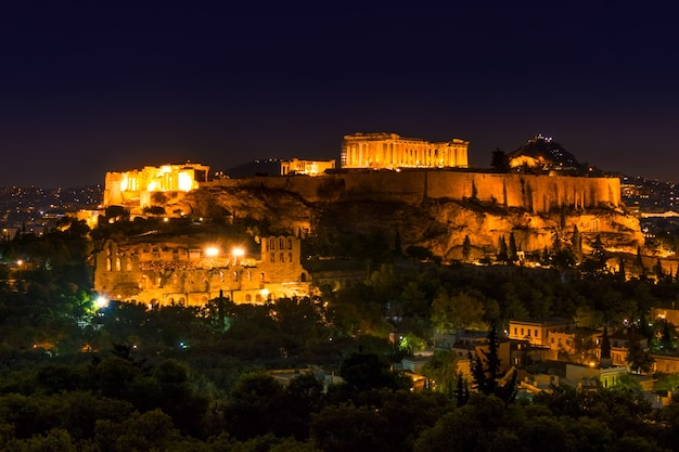 Grécia. atenas. acrópole. partenon. luzes noturnas