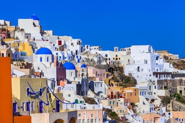 Grécia linda e colorida - incrível vista da vila de oia em santorini