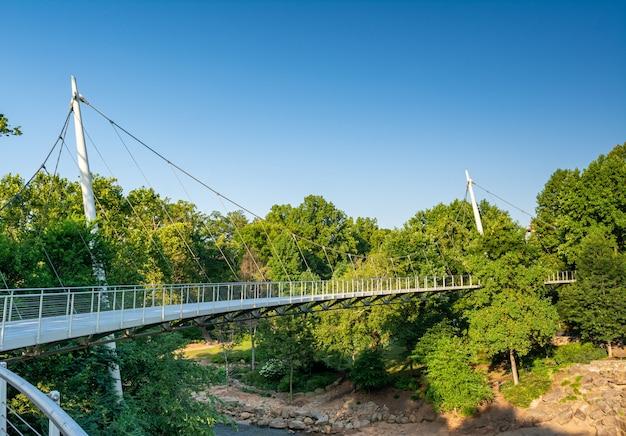Greenville, carolina do sul, eua a ponte da liberdade em falls park