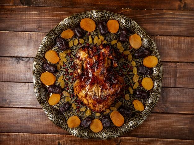 Grelha de frango com frutas secas