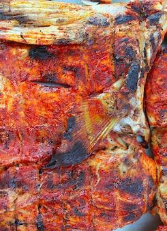 Grelhado amberjack peixe achiote tikinchick molho maia