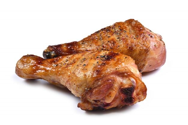 Grelhe a perna de frango assado para churrasco isolada no fundo branco