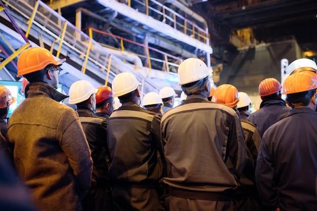 Greve de trabalhadores na indústria pesada.