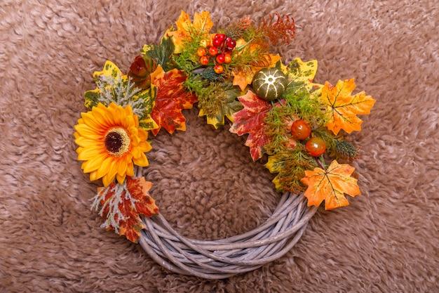 Grinalda de outono vintage de folhas e flores
