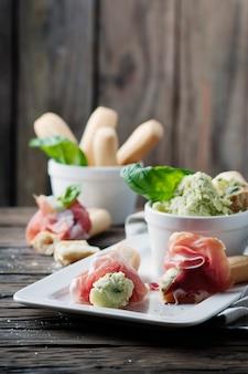 Grissini italiano com cream cheese e presunto