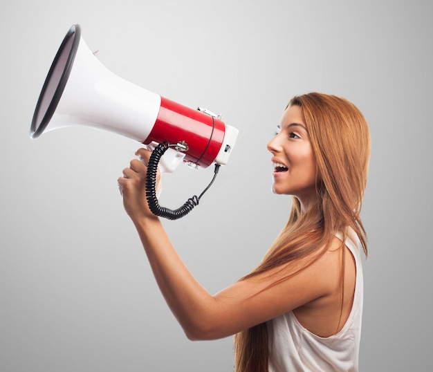 Gritando femaly jovem falante