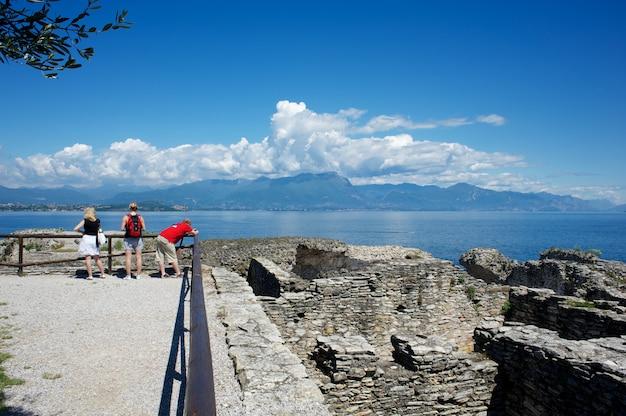 Grotte di catullo, lago de garda, itália