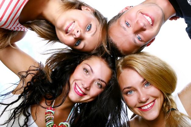 Grupo de adolescentes bonitos