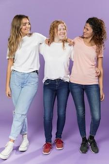 Grupo de ativistas do sexo feminino juntos