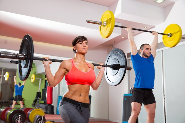 Grupo de barra de levantamento de peso de ginásio fitness crossfit
