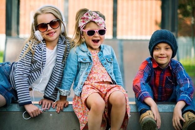 Grupo de conceito adorável bonito moda de crianças