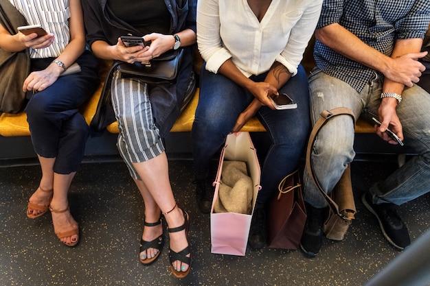 Grupo, de, diverso, pessoas, montando, um, trem