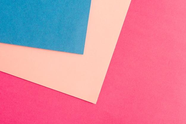 Grupo de folhas de papelão coloridas